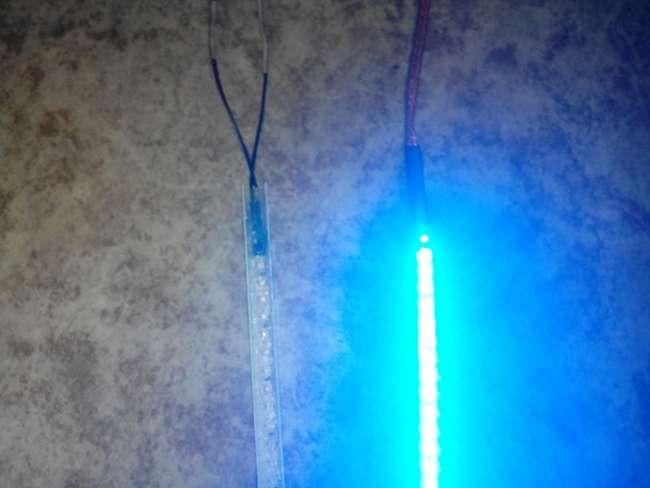 Светодиодная лента светится в кабель канале