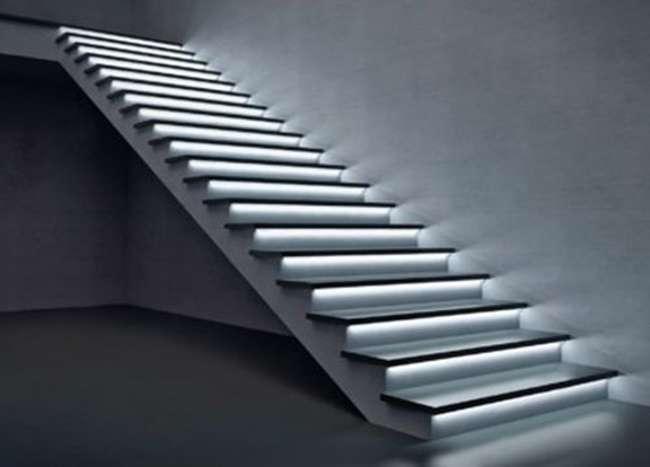Подсветка лестницы светодиодным профилем