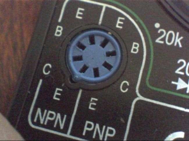 разъем в мультиметре для проверки светодиода