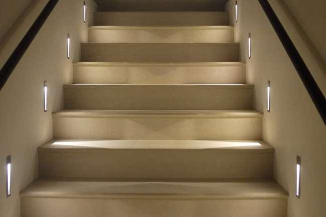 подсветка лестницы светодиодными светильниками