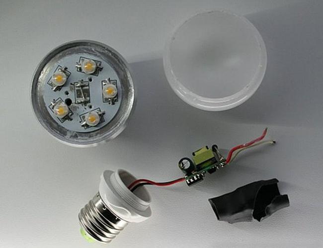 разобранная китайская светодиодная лампа
