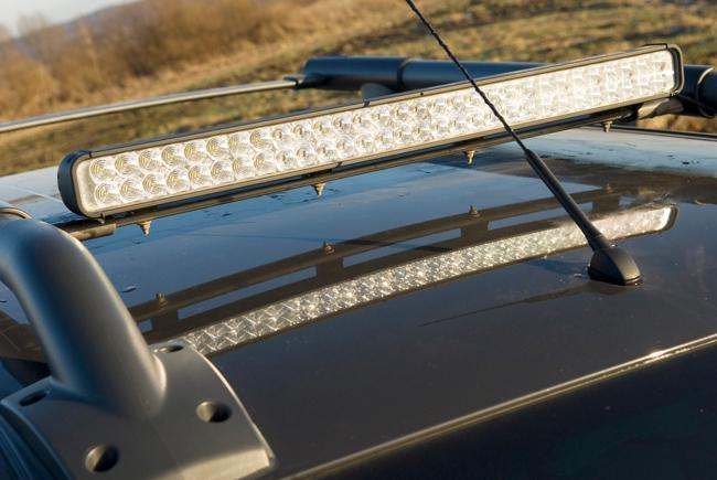 светодиодная балка на крышу автомобиля - рейлинги