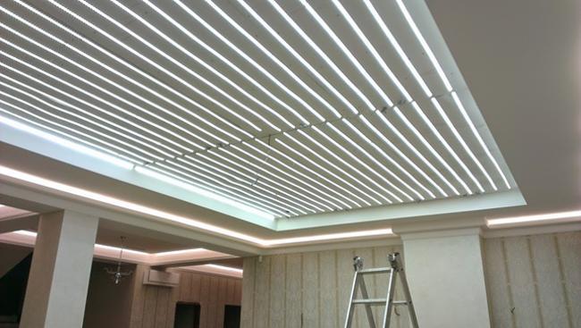 монтаж светодиодной ленты под натяжным потолком
