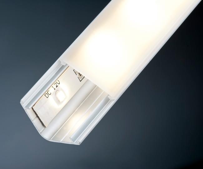 светодиодный плинтус потолка