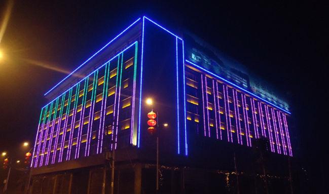 уличная светодиодная лента на офисе