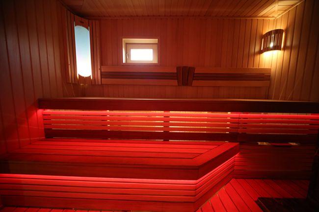 светодиодная подсветка парилки красным цветом