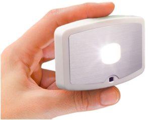 светильник в руке